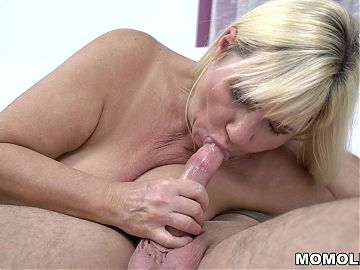 Plump mature still loves young dick