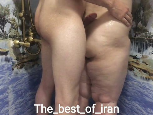 Sucking and rubbing in the bathroom – Iranian pussy